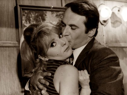"""Juan Carlos Altavista y Estela Molly en la película """"Coche cama alojamiento"""" (1968)"""