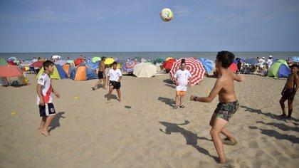 En Villa Geselle los turistas tendrán una app para chequear el nivel de ocupación de las playas (Villa Gesell)