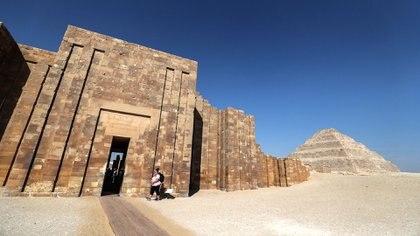 El exterior de la pirámide escalonada de Djoser en la necrópolis Saqqara, en Egipto (AFP)