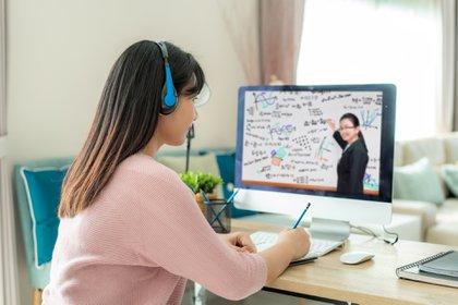 Este modelo pedagógico promueve el protagonismo del estudiante a lo largo de toda su experiencia de aprendizaje, junto a un equipo docente que lo acompaña para ayudarlo a cumplir con sus objetivos (Shutterstock)