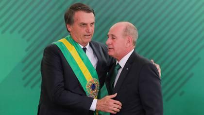 Jair Bolsonaro y el ministro de Defensa Fernando Azevedo e Silva (AFP)