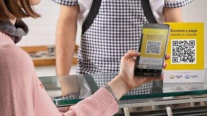 La competencia entre las billeteras digitales, tanto de bancos como de fintech, podría derivar en una baja de comisiones, según esperan en el Central