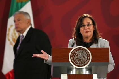 Nahle, a la cabeza de Energía, ha defendido la postura de la administración para limitar la entrada de estas empresas al mercado eléctrico mexicano (Foto: Edgard Garrido/ Reuters)
