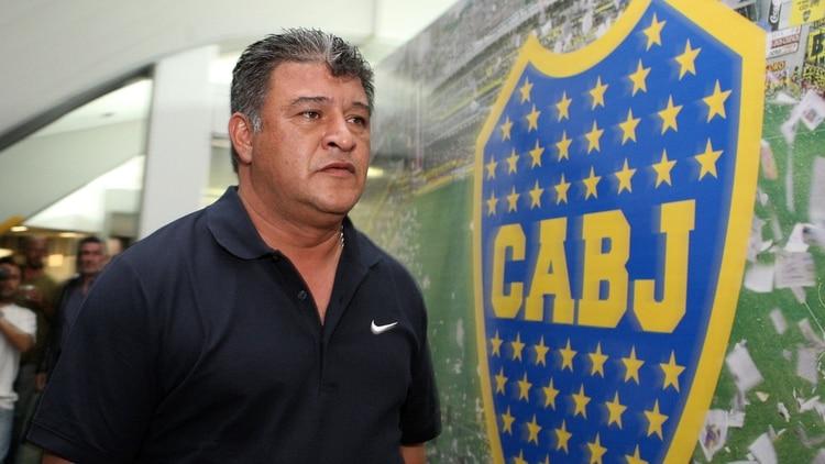 Borghi, en Boca. Fue técnico del Xeneize en la temporada 2010/2011. También condujo a Colo Colo, Independiente, selección de Chile, Argentinos Juniors y Liga de Quito