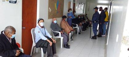 Reclusos a la espera de ser inoculados con la vacuna del COVID-19. Foto: INPEC