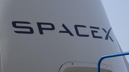 La società ha spedito fino ad oggi più di 1.400 satelliti dal progetto Internet a banda larga Starlink e sta mantenendo un rapido ritmo di lanci poiché prevede di completare l'obiettivo di collocare più di 1.500 satelliti nello spazio solo quest'anno solare.  EFE / Archivio