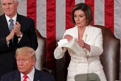 Nancy Pelosi rompe el discurso de Trump ante el Congreso, el 4 de febrero