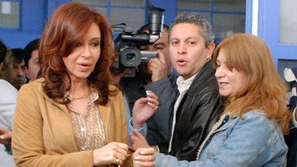 Fabián Gutiérrez, junto a la ex presidente (OPI Santa Cruz)