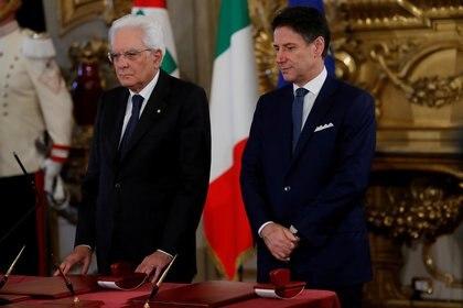 El presidente italiano Sergio Mattarella y Giuseppe Conte (REUTERS/Remo Casilli/archivo)