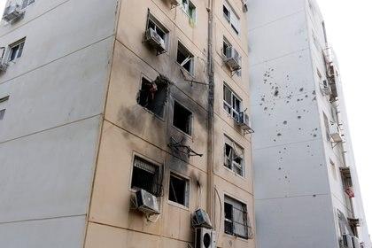 Uno de los edificios atacados en Ashkelon (REUTERS/Amir Cohen)