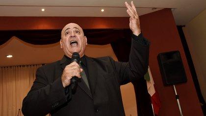 """Murió por coronavirus Julio Irigoyen, el """"tenor de Almagro"""" que cantaba desde su balcón y fue símbolo de la cuarentena"""