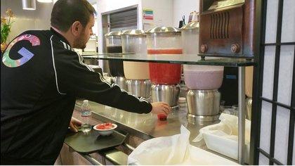 Googleplex cuenta con varios restaurantes para que los empleados desayunen y almuercen gratis.