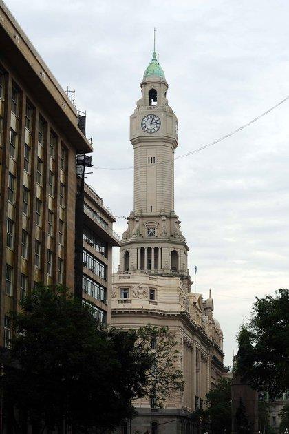 El reloj del palacio de la Legislatura Porteña data de 1930 y se conecta a cinco campanas de bronce