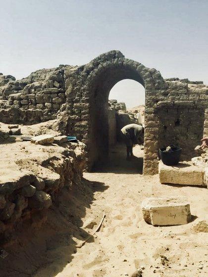 """La tumba tiene un número de estructuras, entre las que se encuentran capillas, patios y un ambiente que los arqueólogos han denominado """"el cuarto de las estatuas"""""""