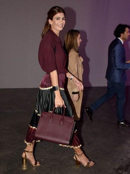 La falda plisada es la prenda fetiche de Juliana Awada; la luce en todas su versiones desde metalizada hasta con diseños net