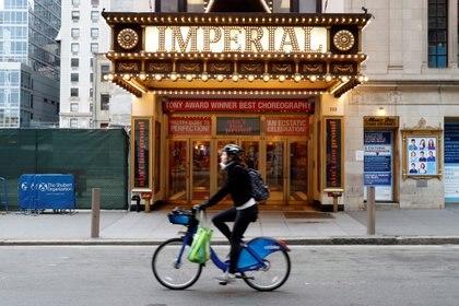 El gobernador de Nueva York ordenó el cierre de todos los teatros de Broadway debido a la preocupación por el coronavirus, dejando en la oscuridad una de las atracciones más turísticas de la ciudad y ocasionando agitación en vísperas de los premios Tony (REUTERS)