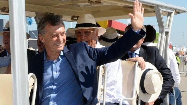 Macri recorriendo la feria del campo en San Nicolás.