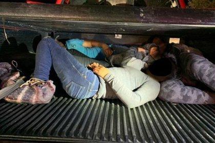 """Indocumentados eran transportados en tráileres por la banda de """"Güera la Trailera"""" (Foto: Patrulla Fronteriza)"""