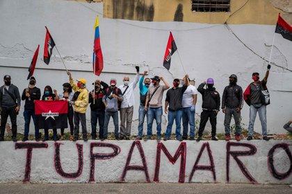 Militantes del partido Tupamaro (EFE/ Miguel Gutiérrez)
