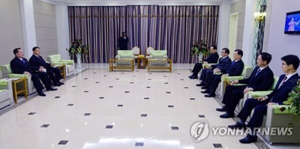 El general Kim Yong-chol recibió a la delegación norcoreana antes de la cena con Kim Jong-un (Foto: Presidencia de Corea del Sur/Yonhap)