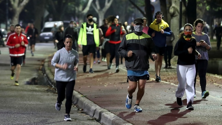 Larreta anunció que se termina el permiso para quienes salen a correr (Reuters)
