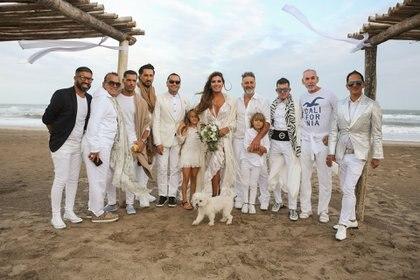 La pareja celebró junto a sus seres queridos (Christian Heit)