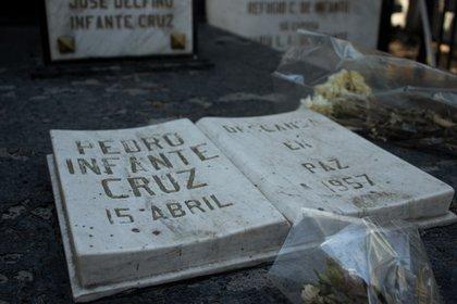 Con pintura casi resquebrajada, la tumba espera el aniversario luctuoso de Pedro Infante Cruz. Foto: Mau HL / Infobae