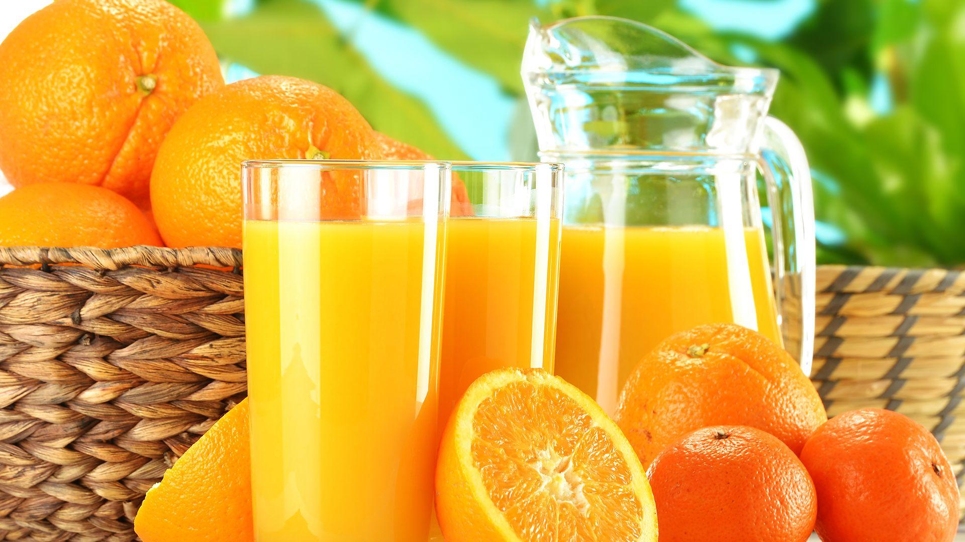Las recomendaciones apuntan a limitar el consumo de bebidas azucaradas, incluido el jugo de frutas 100% (Shutterstock)