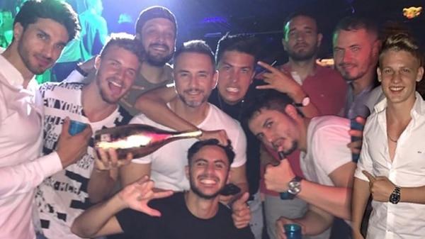 Otra imagen de Franco Lionti con sus amigos, durante la noche del ataque a tiros
