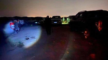 Algunos jóvenes escaparon de la zona en camionetas 4x4