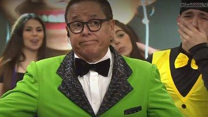 """El rostro de Mario Bezares al anunciar el final de """"Acábatelo"""" (Captura de pantalla Canal 6)"""