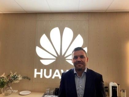 Kenneth Fredriksen, Vicepresidente Ejecutivo de Huawei, Región de Europa Central y del Este y Nórdica, en su oficina de Estocolmo (Suecia), el 1 de diciembre de 2020 (REUTERS/Supantha Mukherjee)