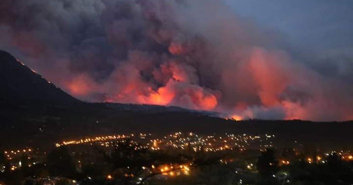 Preocupación por nuevos incendios forestales en Río Negro y Chubut: las llamas llegaron a la zona urbana - Infobae