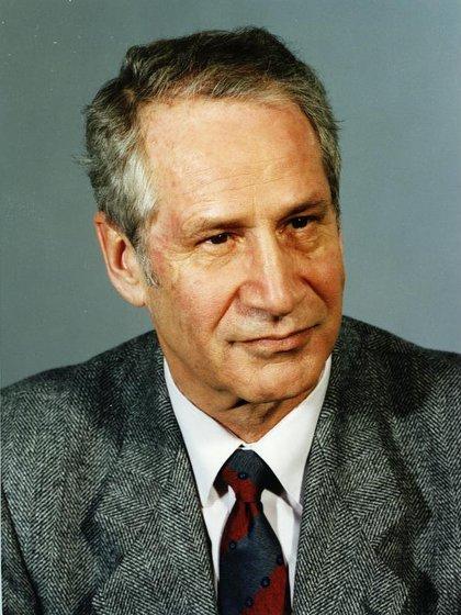"Markus Wolf, el ""hombre sin rostro"", en 1989 (ADN-ZB/Schöps/8.12.89/Berlin: Markus Wolf ; Schriftsteller)"