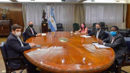 Martín Guzmán reunido con la delegación del FMI