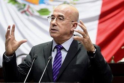 Ramírez Barba denunció la reforma como una imposición que podría traer graves consecuencias al sistema de salud mexicano (Foto: Facebook Éctor Ramírez Barba)