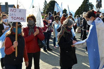 Los vecinos organizaron una marcha para repudiar las tomas