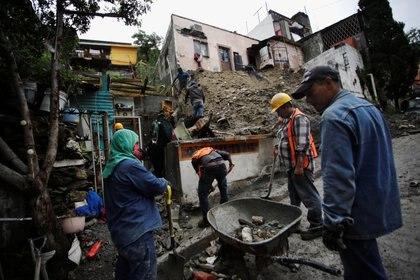 """Trabajos de rescate en Monterrey, ante los deslaves e inundaciones provocados por el huracán """"Hanna"""". (Foto: REUTERS/Daniel Becerril)"""