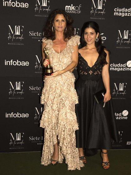 Analía Maiorana recibió el premio por Javier Saiach debido a que él se retiró antes porque no se sentía bien. (Adrián Escandar)