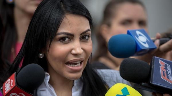 Delsa Solórzano pidió protección para los hijos de Díaz Pimentel, otro de los agentes sublevados asesinados (EFE)
