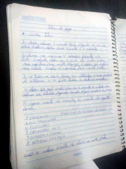 """""""Tácticas de juego"""", dice en el encabezado del cuaderno"""