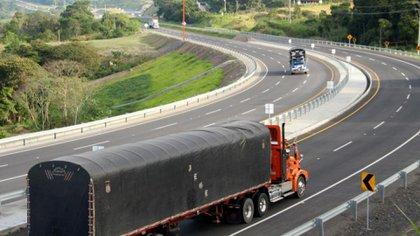 Del el 4 al 13 de mayo, se han movilizado 1.474.578 toneladas y 54.396.542 galones, operaciones realizadas en 127.029 viajes. Foto: MinTransporte.