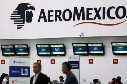 FOTO DE ARCHIVO: Se muestra logotipo de Aeroméxico dentro del aeropuerto internacional Benito Juárez en la Ciudad de México, 31 de julio 2018. REUTERS/Carlos Jasso/