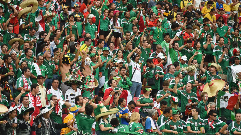 """Los mexicanos no perdieron la oportunidad de comercializar con la frase """"no era penal"""" (Foto: AFP )"""