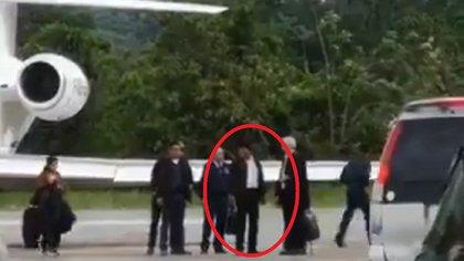 El momento en que Evo Morales descendía del avión presidencial