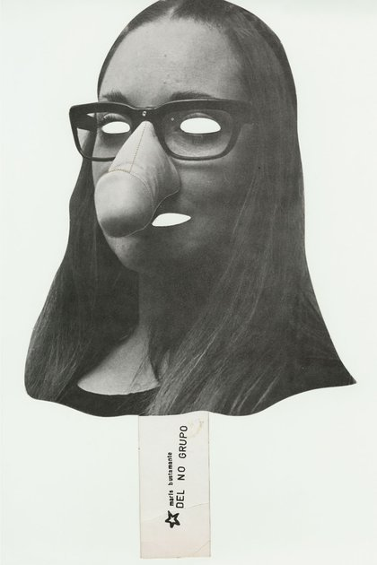 """Una de las máscaras troqueladas que se distribuyeron entre el público durante uno de los """"Montajes de momentos plásticos"""" que el No-Grupo presentó en el Museo de Arte Moderno de México, en 1982"""