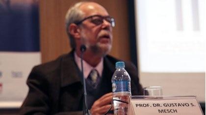 Mesch es un prestigioso sociólogo y educador que llegó a Israel en 1973
