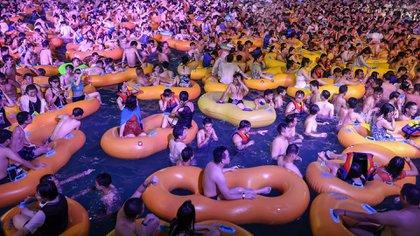 La fiesta se llevó a cabo en el parque acuático Maya Beach (Photo by STR / AFP)