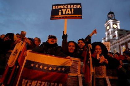 """""""Democracia ya!"""", el mensaje más remarcado por la diáspora venezolana durante el acto de Guaidó (REUTERS/Susana Vera)"""