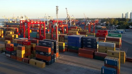 Las terminales de contenedores del puerto de Buenos Aires, son uno de los puntos de llegada o zarpada de los buques que forman parte del convenio bilateral
